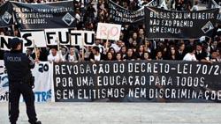 Protesto dos estudantes universitários do Porto chega ao ministério