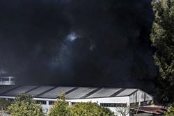 Gaia: Três bombeiros feridos em combate a incêndio