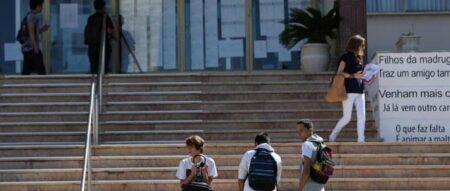 Alunos dos cursos profissionais dispensados dos exames para entrar na universidade
