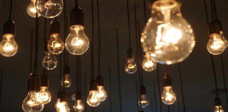 Governo aprova descida do IVA na luz e gás