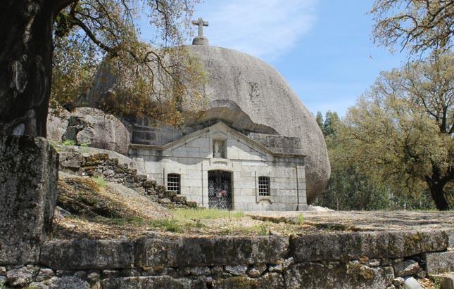 Provavelmente, a igreja mais estranha de Portugal
