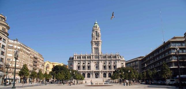 Porto atribui medalhas municipais a 24 personalidades e entidades