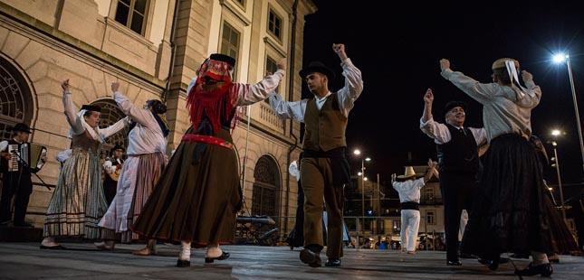 Festival de folclore anima ruas da cidade do Porto