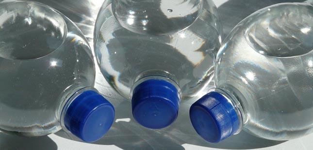 Devolução de garrafas de plástico vai dar descontos em compras