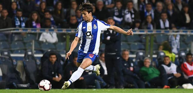 Óliver Torres deixa o FC Porto e assina pelo Sevilha