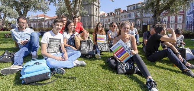 U.Porto recebe novos estudantes com festa na Baixa