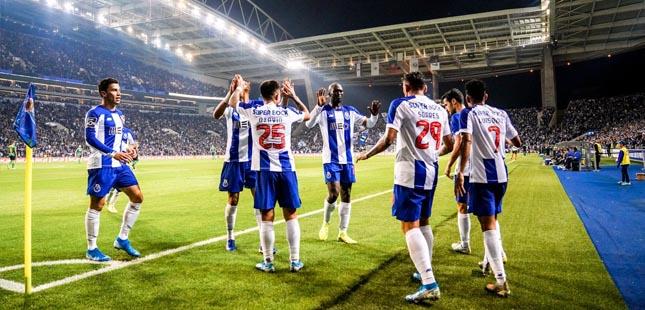 FC Porto vence Famalicão e chega à liderança do campeonato